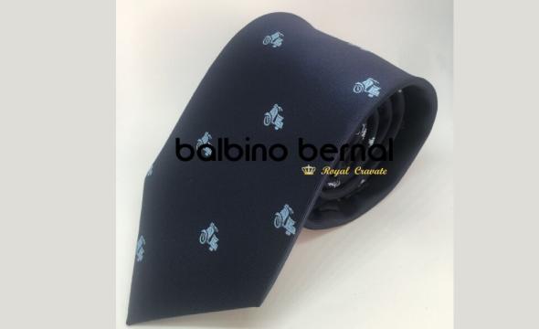Corbata diseño marino con vespas celestes
